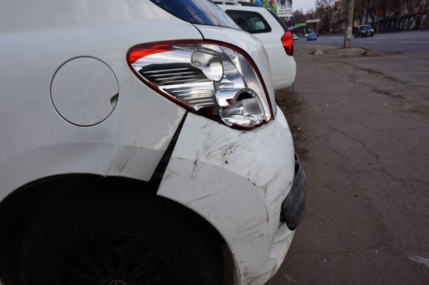 В Кривом Роге четыре автомобиля влетели друг в друга на светофоре (ФОТО) (фото) - фото 1