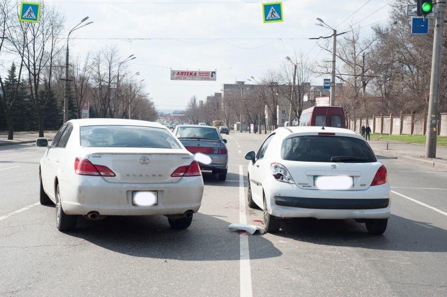 "В Кривом Роге ""Toyota Avalon"" догнала три стоявших на светофоре автомобиля (ФОТО), фото-3"