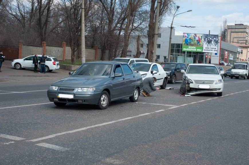 "В Кривом Роге ""Toyota Avalon"" догнала три стоявших на светофоре автомобиля (ФОТО), фото-18"