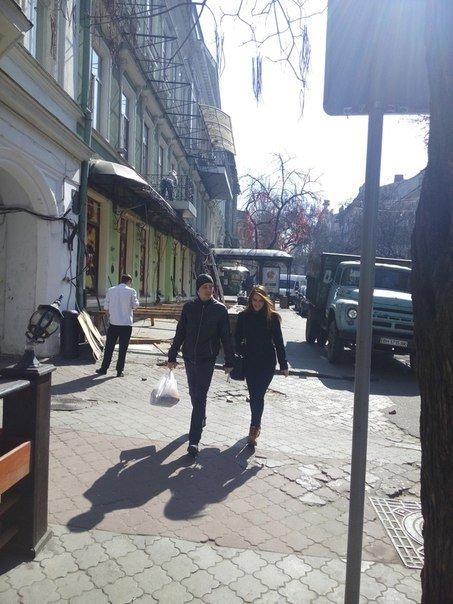 В Одессе разбирают веранду ресторана, который отбирал тротуар (ФОТО) (фото) - фото 1