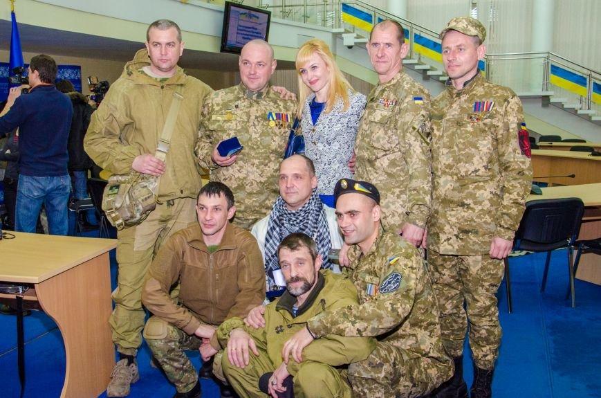 За мужественные подвиги: в Днепропетровске вручили награды бойцам-добровольцам (ФОТО) (фото) - фото 4