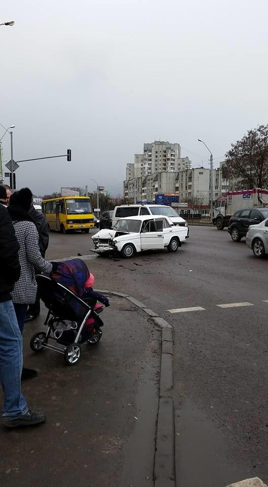 На вулиці Б.Хмельницького сталася ДТП: водій-винуватець втік з місця пригоди (ФОТО), фото-2