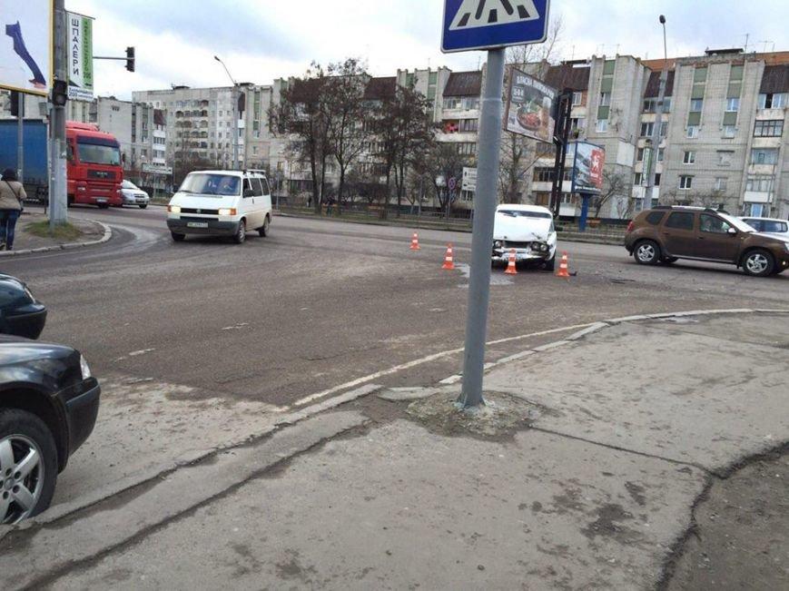 На вулиці Б.Хмельницького сталася ДТП: водій-винуватець втік з місця пригоди (ФОТО), фото-3