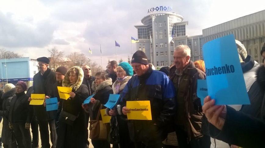 Сумчане устроили театральное действо в поддержку Надежды Савченко (ФОТО) (фото) - фото 1