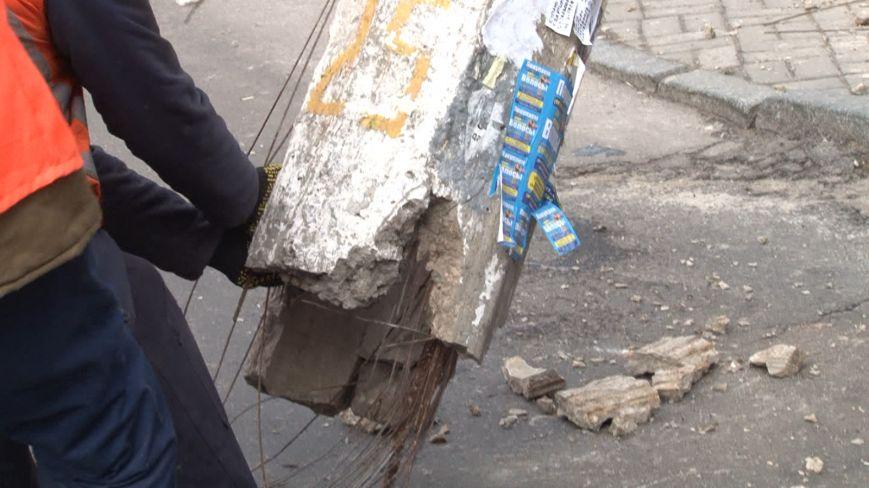 В центре Днепропетровска убрали аварийный столб (ФОТО) (фото) - фото 2