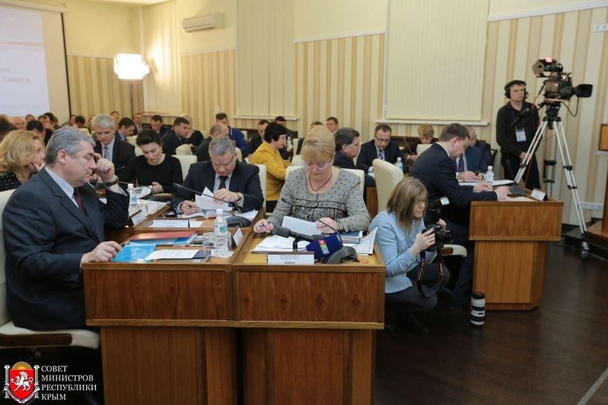 МРЭО Крыма более чем в 4 раза увеличило количество перерегистраций автомобилей в неделю (ФОТО), фото-1