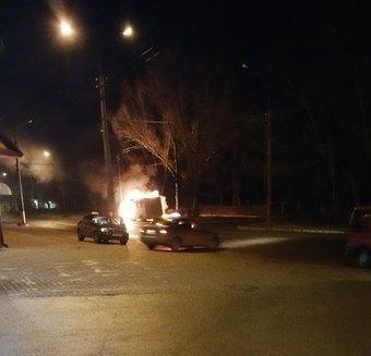 Вночі у Тернополі горіла маршрутка (фото) (фото) - фото 1