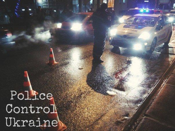 В Харькове патрульная машина сбила пьяного пешехода: у пострадавшего черепно-мозговая травма (ФОТО) (фото) - фото 1