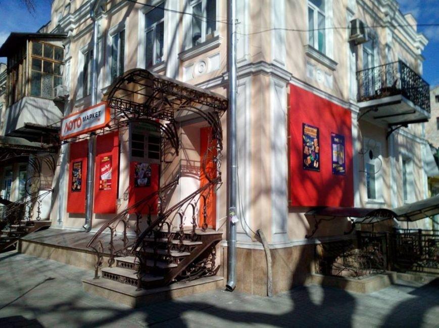130-летний памятник в центре Одессы испортили мошенники (ФОТО) (фото) - фото 1