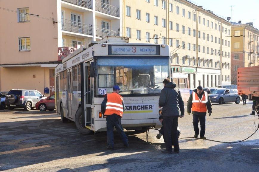 Прорыв в центре Твери локализовали, полностью устранить последствия аварии обещают в течение 24 часов (фото) - фото 4