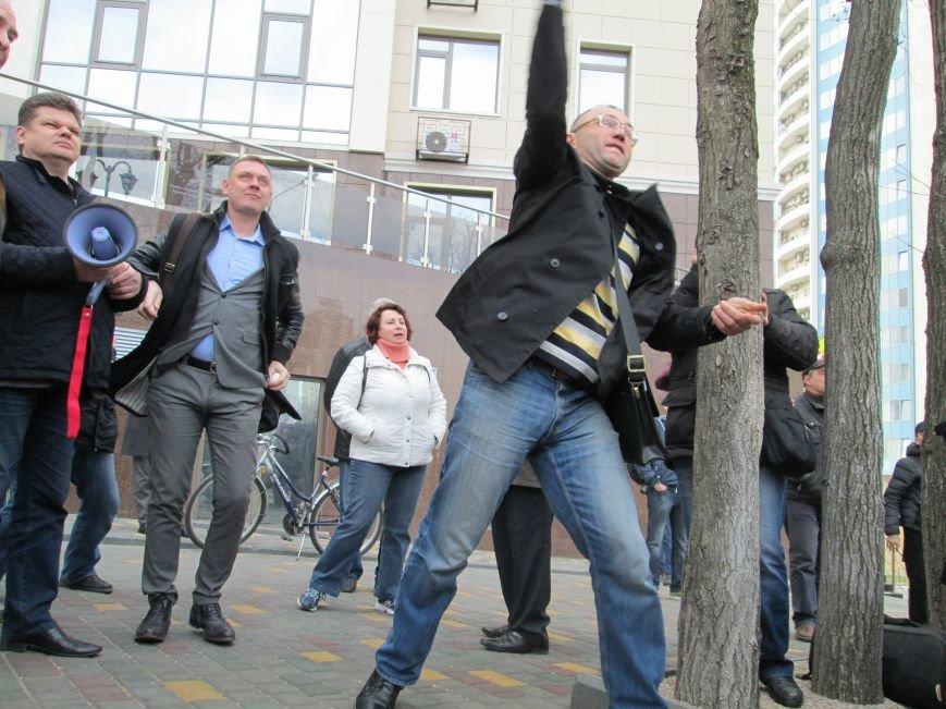 027fb0be23014995cbc795d35bc79c5f Одесситы забросали яйцами консульство России