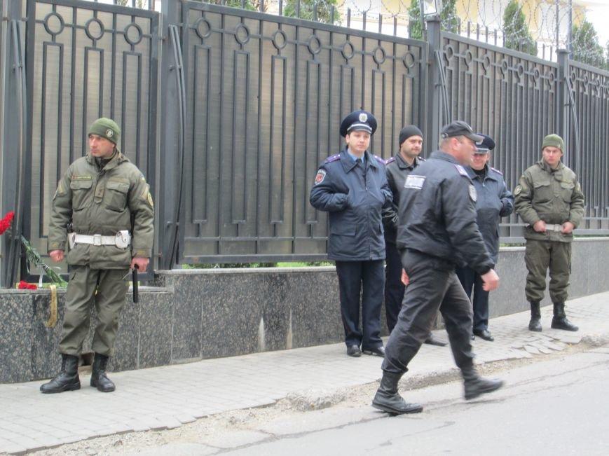 3fc848a5b0cc123dca7ad2ea2914cf24 Одесситы забросали яйцами консульство России