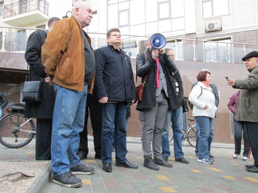 b9784f4748ab37b6a2fe7b467b593ca1 Одесситы забросали яйцами консульство России
