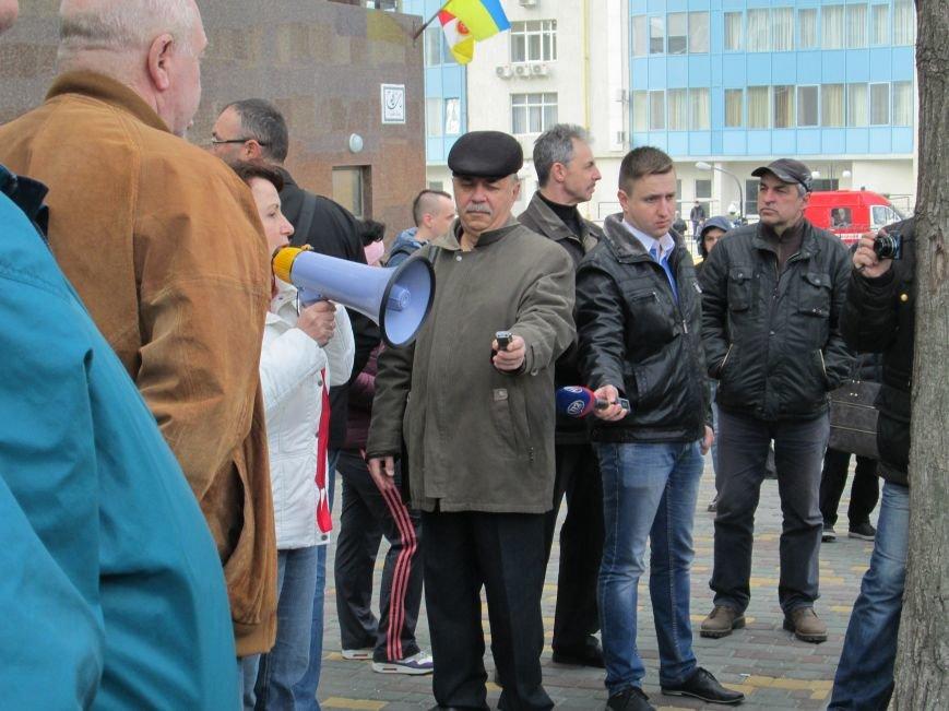 ce368c7e1472277ba505ba6044c4a4e3 Одесситы забросали яйцами консульство России