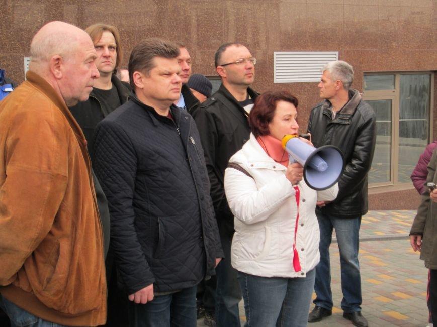 d2aee2deb74f38156697c554e4c602b1 Одесситы забросали яйцами консульство России