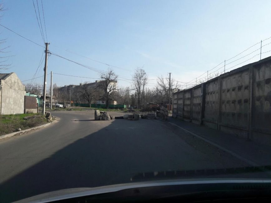 На подъездах к Одессе остались забытые баррикады (ФОТО) (фото) - фото 2