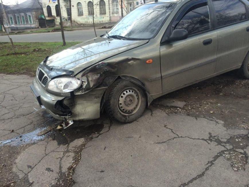 На перекрестке Артема и Итальянской помощь  пострадавшим в аварии оказывал военный (ФОТО+ ВИДЕО), фото-4