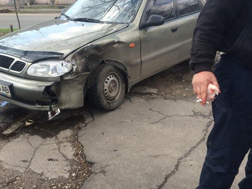 На перекрестке Артема и Итальянской помощь  пострадавшим в аварии оказывал военный (ФОТО+ ВИДЕО), фото-3