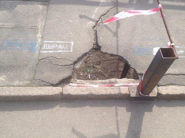 В яму на одесском мосту Коцебу может провалиться ребенок (ФОТО) (фото) - фото 1