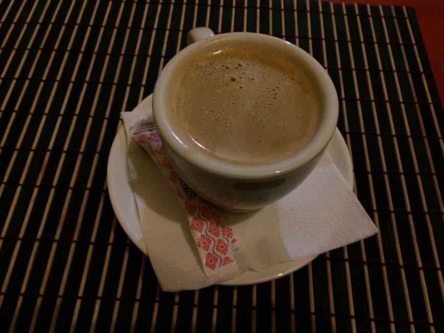 «Поесть на 100 гривен»: пропаленые столы, пыль и пьяные посиделки с утра в