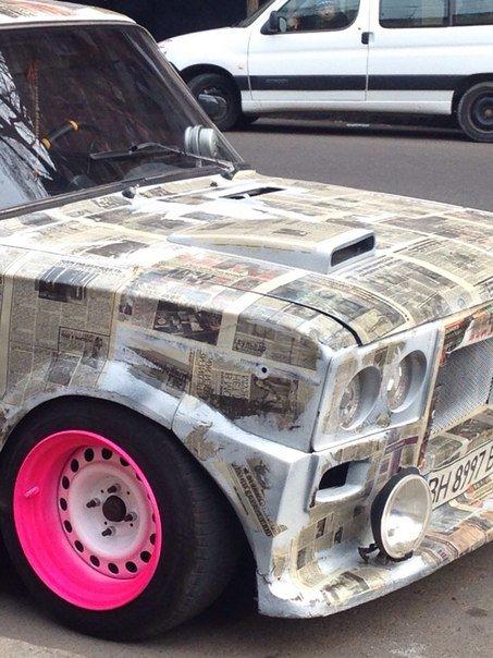 В центре Одессы замечена странная машина из газет (ФОТО) (фото) - фото 1