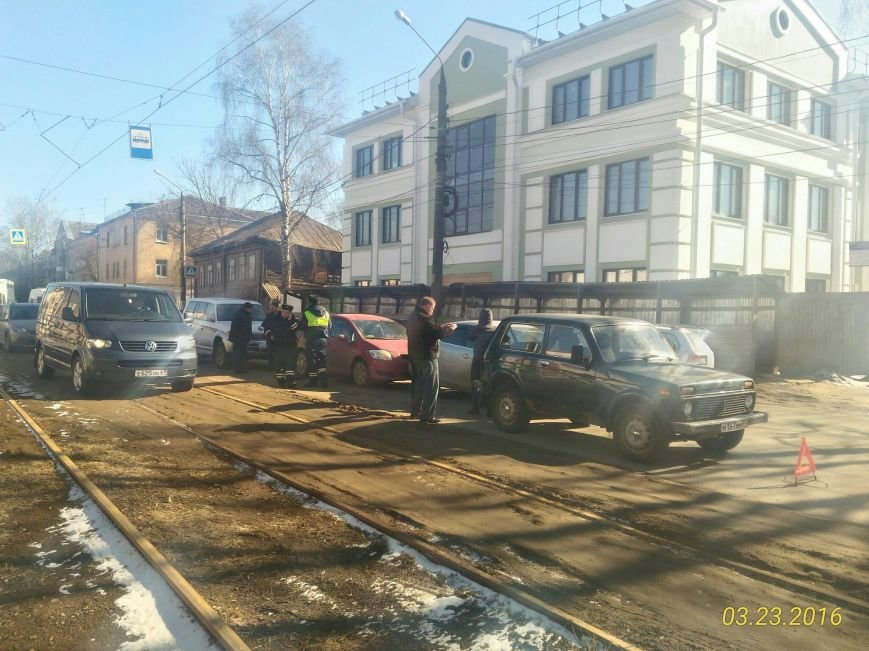 На улице Спартака в Твери столкнулись четыре автомобиля (фото) - фото 1