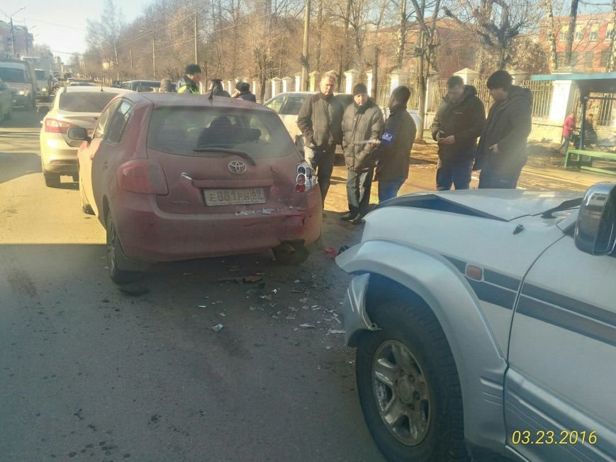 На улице Спартака в Твери столкнулись четыре автомобиля (фото) - фото 3