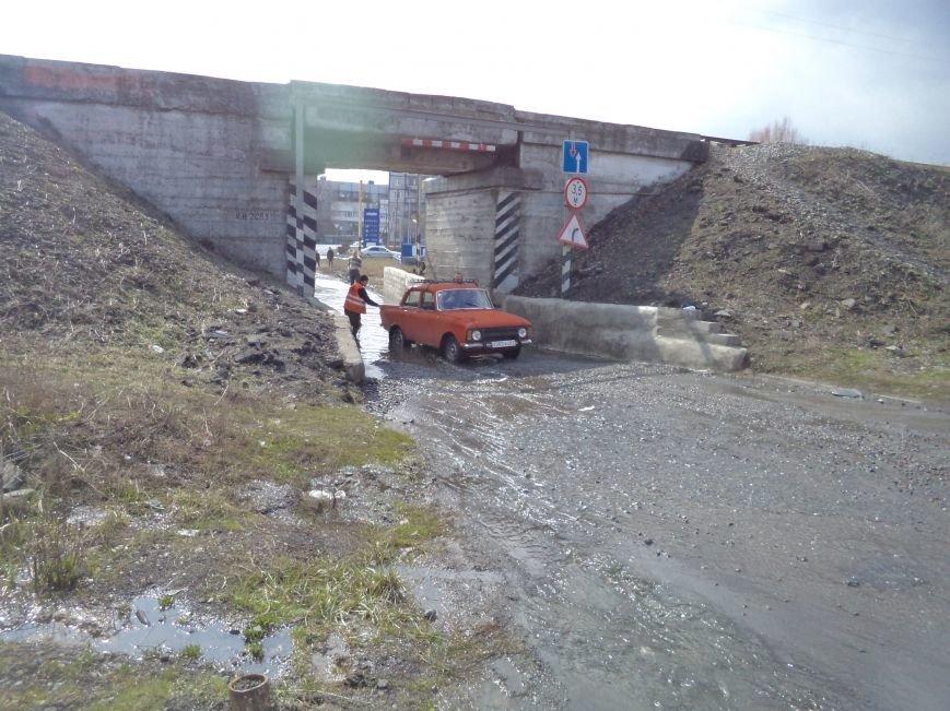 Будете ехать под мостом в поселке Радио - не забудьте весла (фото) - фото 1