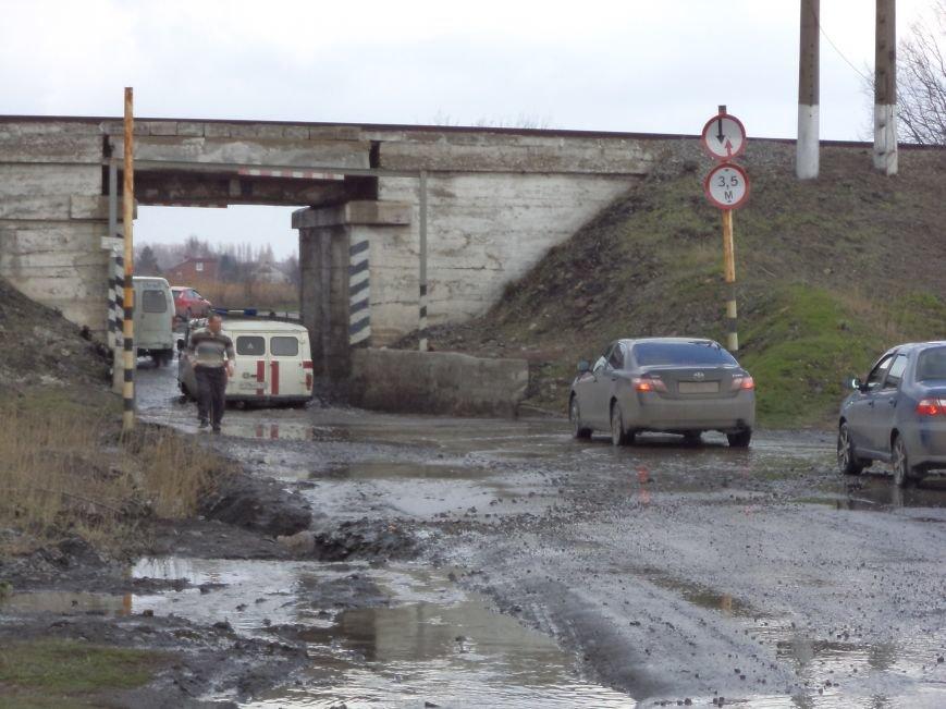 Будете ехать под мостом в поселке Радио - не забудьте весла (фото) - фото 3