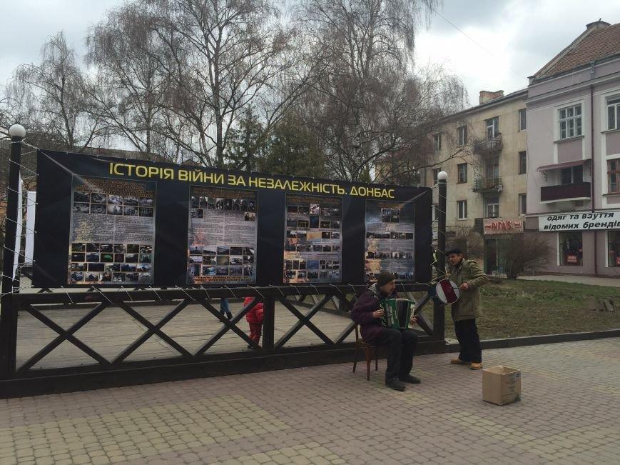 У Тернополі вулична виставка отримала несподіваний музичний супровід (Фотофакт), фото-1