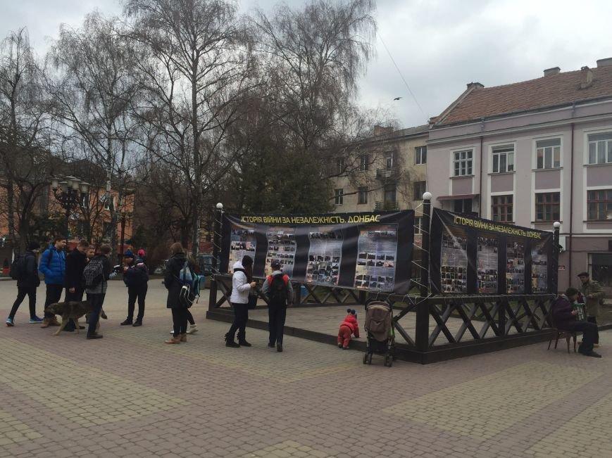 У Тернополі вулична виставка отримала несподіваний музичний супровід (Фотофакт), фото-2