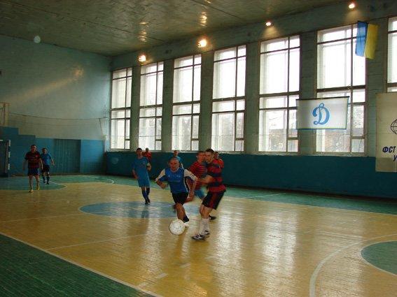 В Сумах правоохранители играли в мини-футбол (ФОТО) (фото) - фото 1