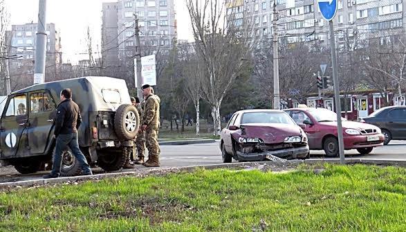 На проспекте Строителей в Мариуполе военные попали в ДТП (Фотофакт), фото-1