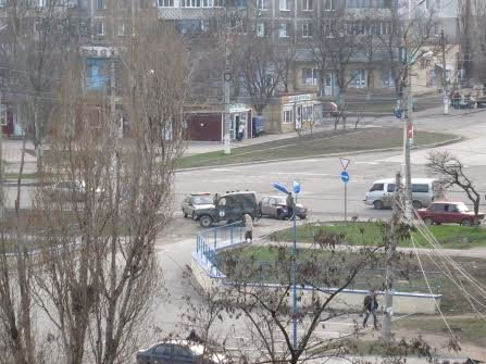 На проспекте Строителей в Мариуполе военные попали в ДТП (Фотофакт), фото-6