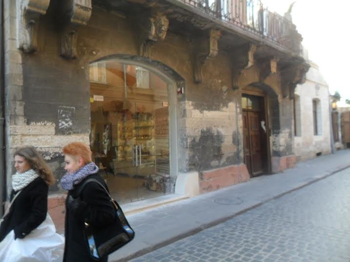 Львів'яни скаржаться на скляні двері, які встановили на вулиці Вірменській (ФОТО), фото-1