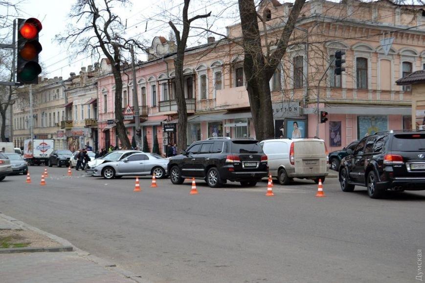 В центре Одессы столкнулись четыре авто: один человек пострадал (ФОТО) (фото) - фото 1