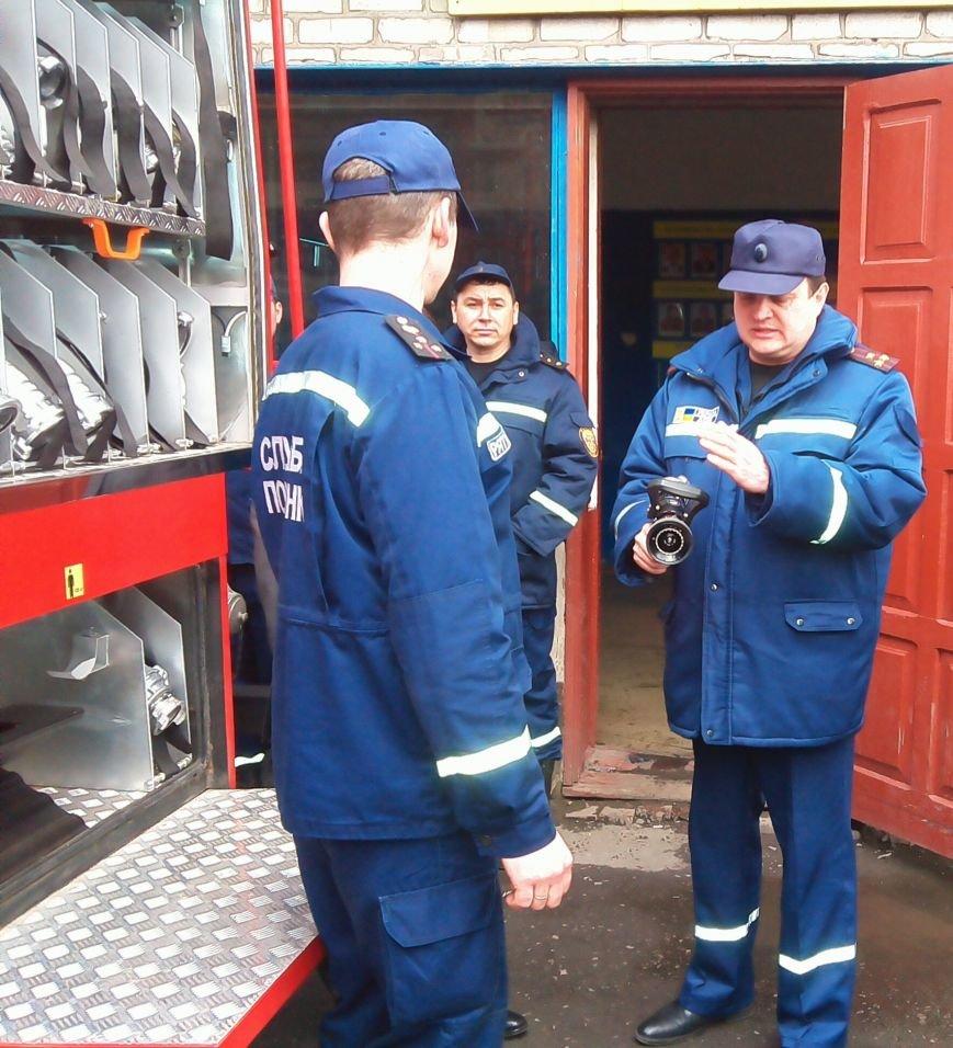 В Красноармейске (Покровске) появилось пожарное авто нового поколения, фото-3