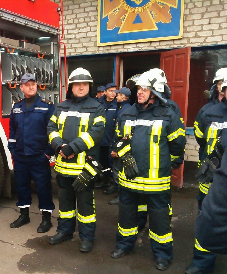В Красноармейске (Покровске) появилось пожарное авто нового поколения, фото-2