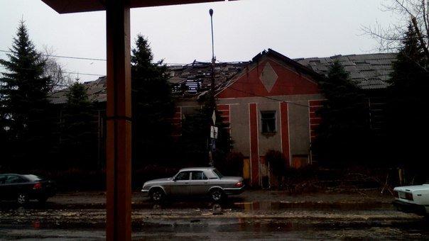 Обстрелом повреждено здание детского сада в Макеевке (фото) (фото) - фото 1