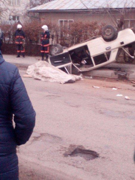 У Тисмениці перекинувся автомобіль. Загинув боєць АТО (ФОТО) (фото) - фото 1