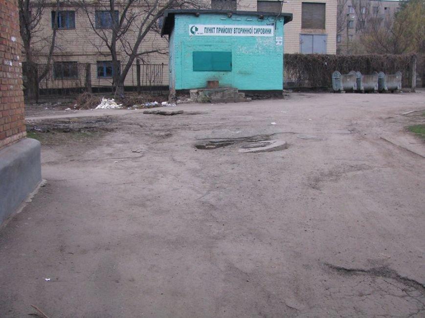 Криворожане продолжают ждать ремонта в подъезде, обещанного год назад частным ЖЭКом (ФОТО), фото-2