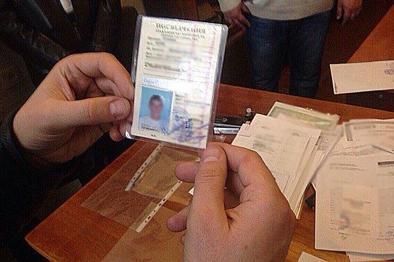 В Донецкой области чиновник погорел на взятке в три тысячи гривен (ФОТО) (фото) - фото 2