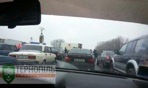 Під Тернополем – довжелезні затори, люди знову перекрили трасу (фото), фото-2