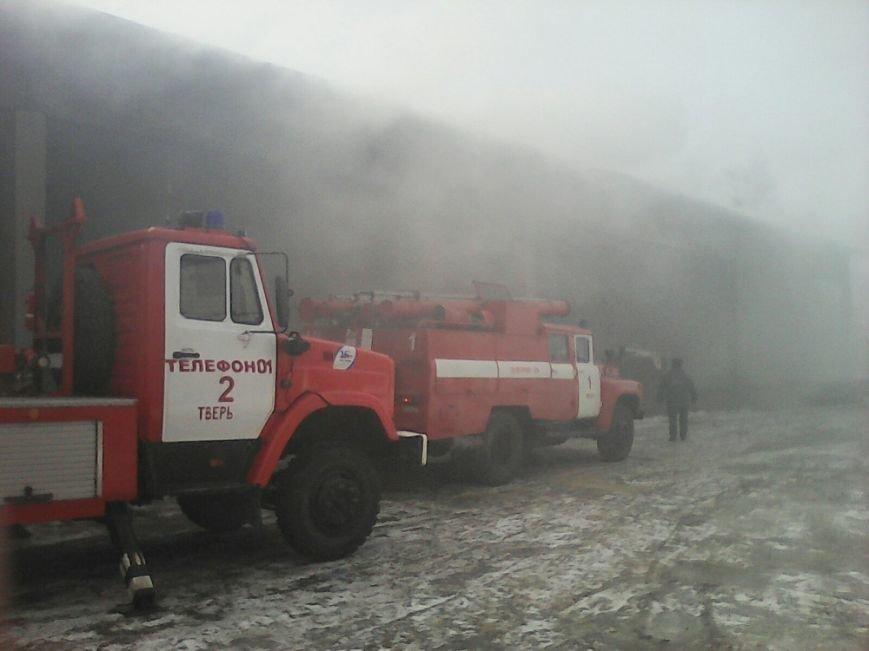 Пожар на льняном складе в Твери ликвидирован (фото) - фото 1