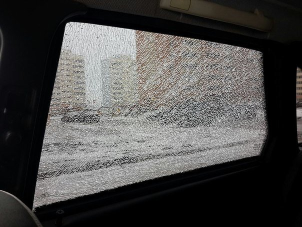 В Засвияжье автомобилям порезали шины и разбили стекла, фото-2
