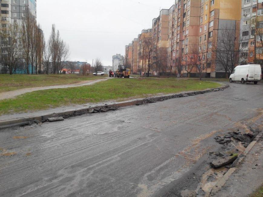 Дождь в Кривом Роге не помеха для работ по ремонту дорог (ФОТО) (фото) - фото 2