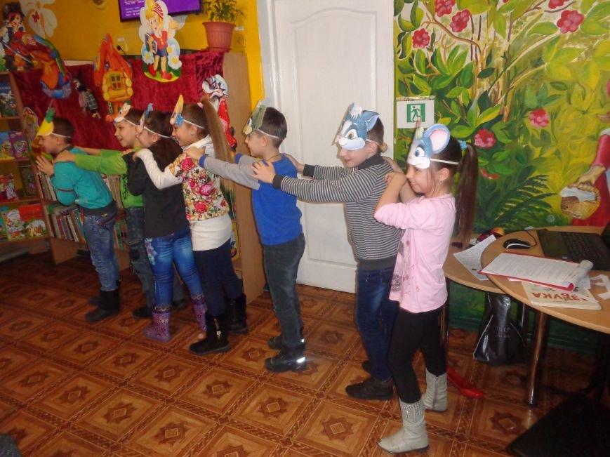 В детской центральной библиотеке имени А. П. Гайдара в Красноармейске задорно и весело прошел Праздник Книги (фото) - фото 22