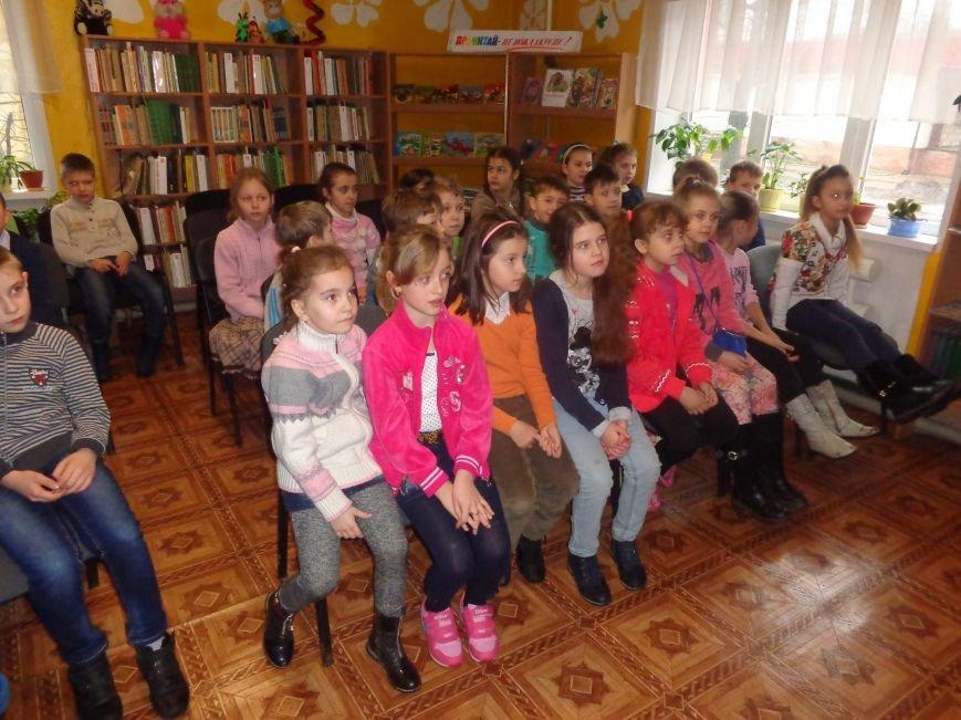 В детской центральной библиотеке имени А. П. Гайдара в Красноармейске задорно и весело прошел Праздник Книги (фото) - фото 5