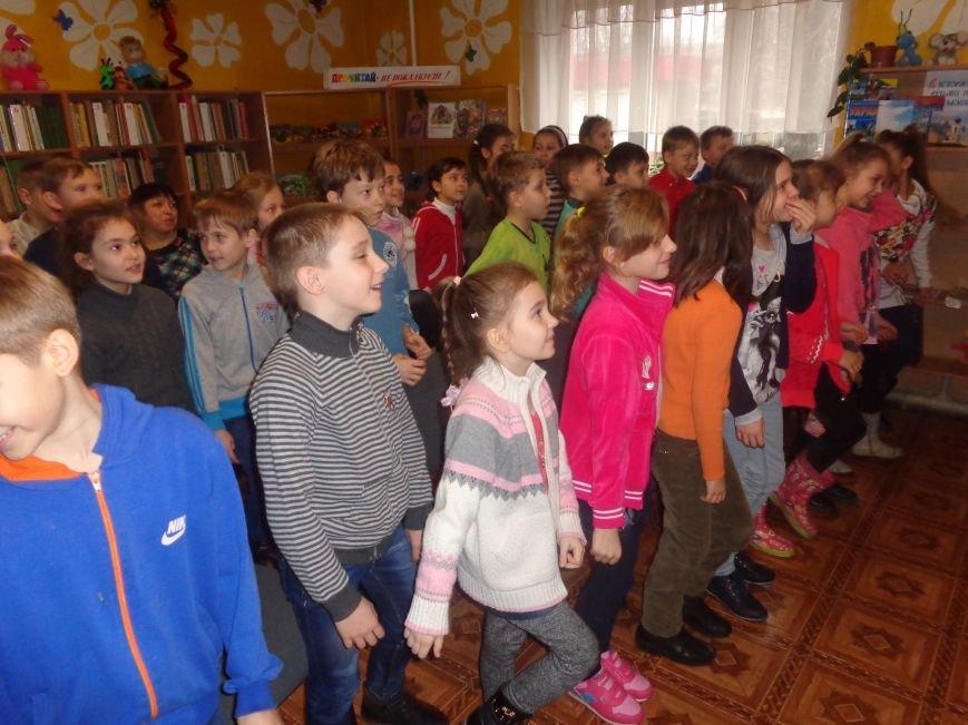 В детской центральной библиотеке имени А. П. Гайдара в Красноармейске задорно и весело прошел Праздник Книги (фото) - фото 12
