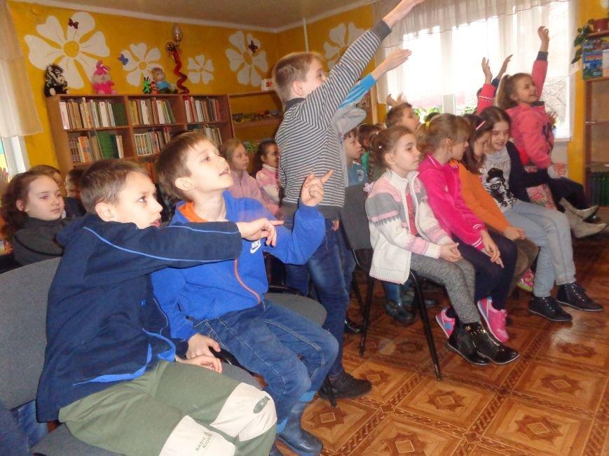 В детской центральной библиотеке имени А. П. Гайдара в Красноармейске задорно и весело прошел Праздник Книги (фото) - фото 11